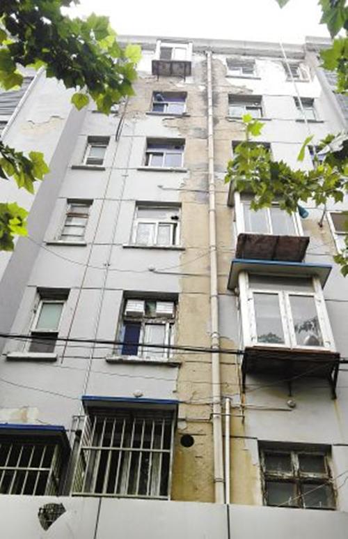 徐州港南小区多栋楼房外墙皮脱落 官方:已上报