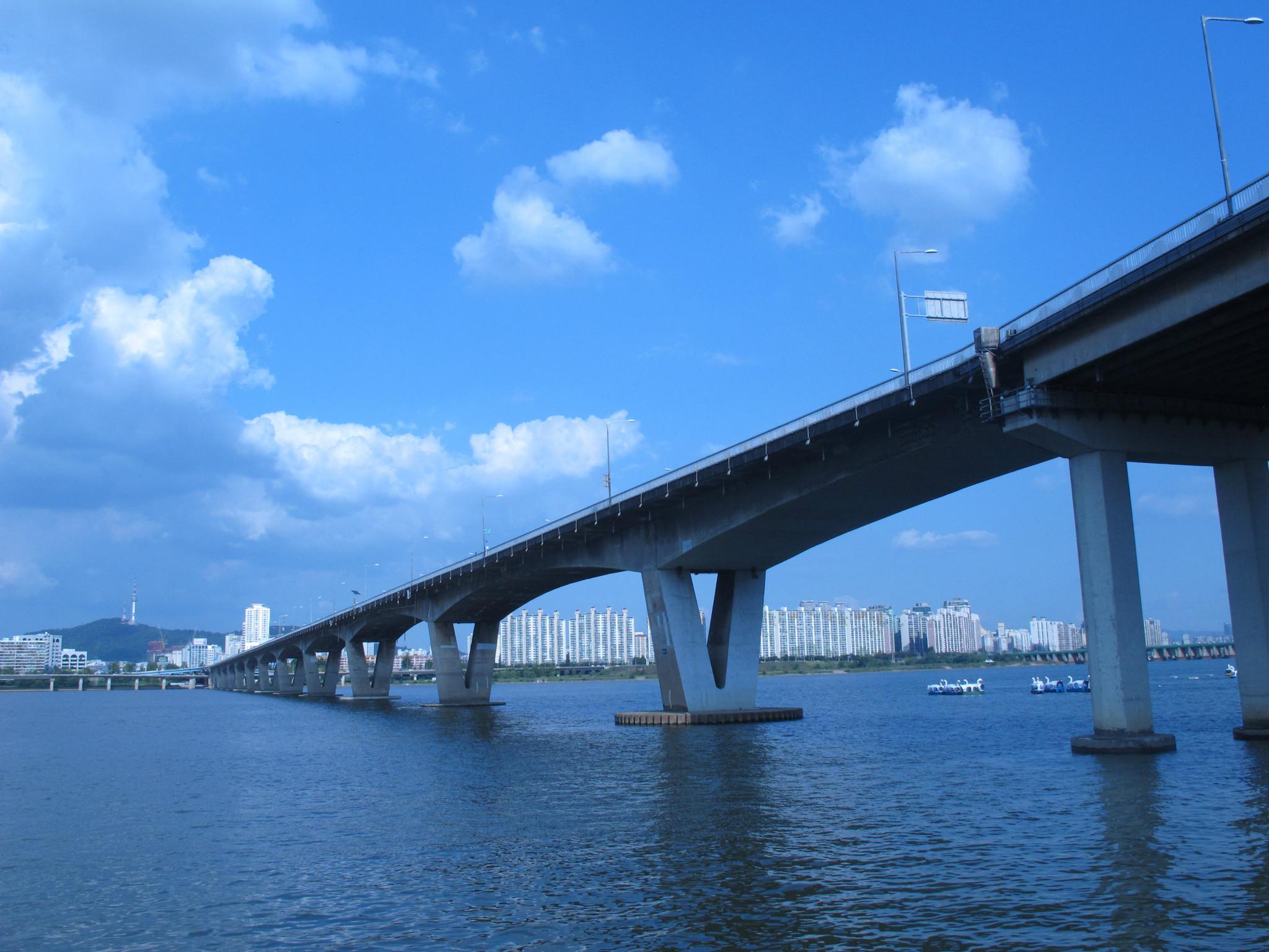 浅谈道路与桥梁工程施工