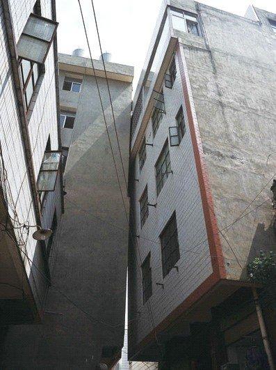 房屋倾斜图片