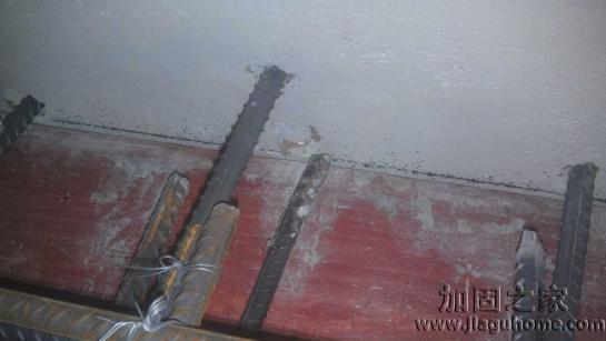 新房砌墙到底该不该往墙里加钢筋?别无知了,很多人家都装错了!