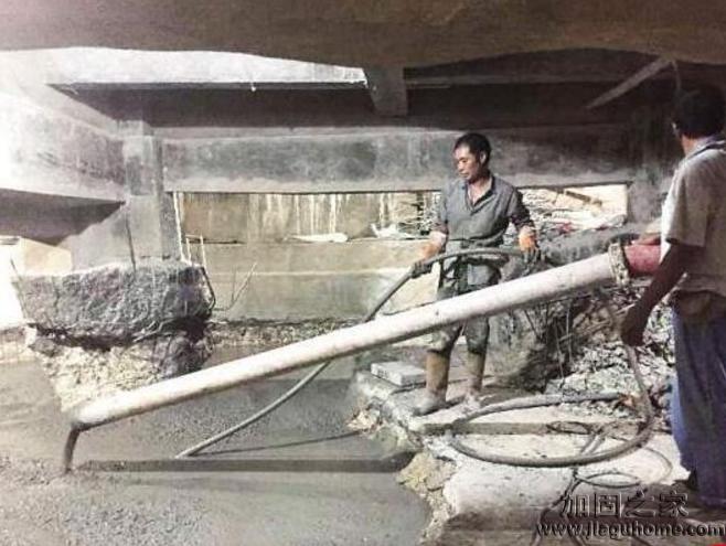 厦门一轮胎店私挖地下室已回填加固,老板不爽被抹黑