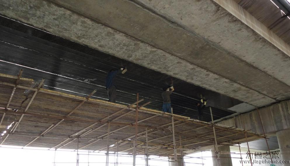 桥梁维修加固施工中,粘钢加固和碳纤维布加固能互换吗?