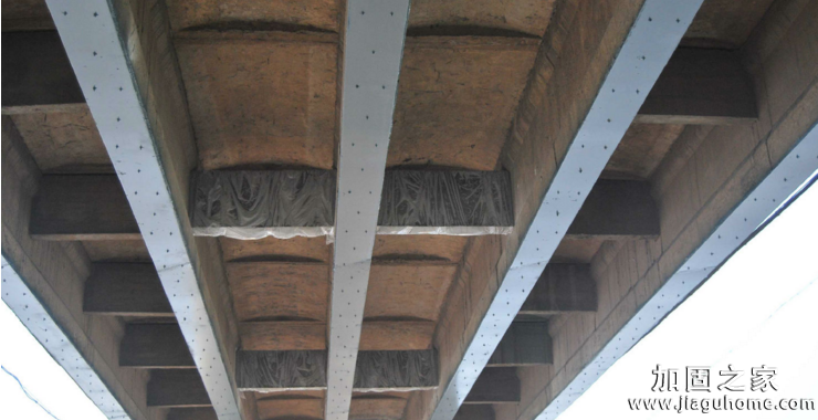 施工期间,为什么在钢柱总是受到压缩时,在混凝土柱中加钢筋?