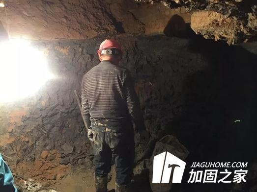 某小区业主私挖3米深地下室?房屋结构能行吗!
