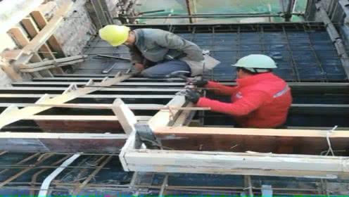 实拍工地农民工加固楼梯模板的施工过程