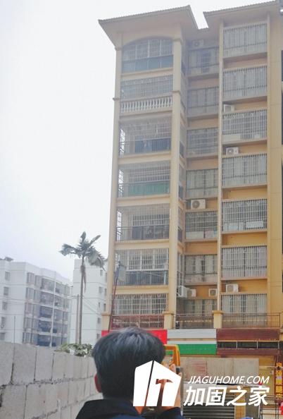 广西某小区住宅房屋开裂,业主连夜撤离!