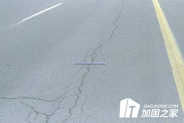 水泥混凝土路面裂缝处理注意事项