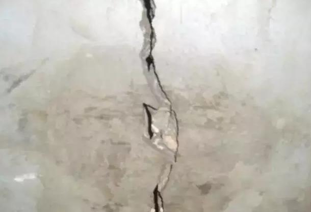 不均匀沉降裂缝与沉降收缩裂缝图解