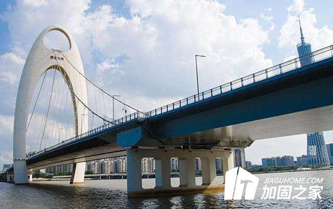湖北泽林立交桥维修加固工程上跨主梁完成吊装