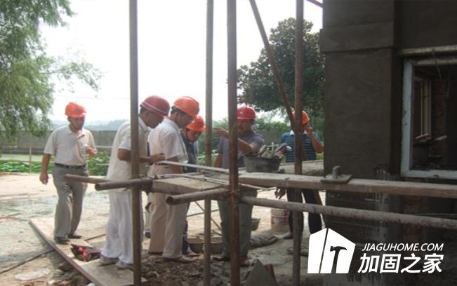 蓬安工地塔吊断裂,加固施工现场如何确保安全
