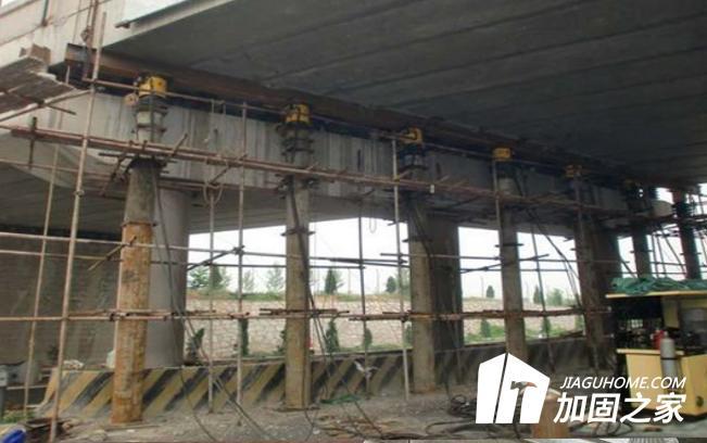 粘贴钢板加固桥梁时,加固设计如何进行?