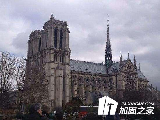 巴黎圣母院灾后安全加固工程将耗时4个月