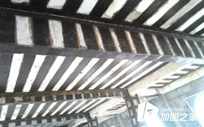 房梁加固时,为何优先使用碳纤维板加固?