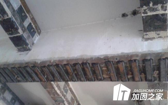 在粘钢加固施工中,结构胶的使用方法