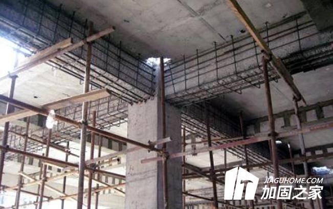 桥梁顶进施工中滑道和滑板的改进方案