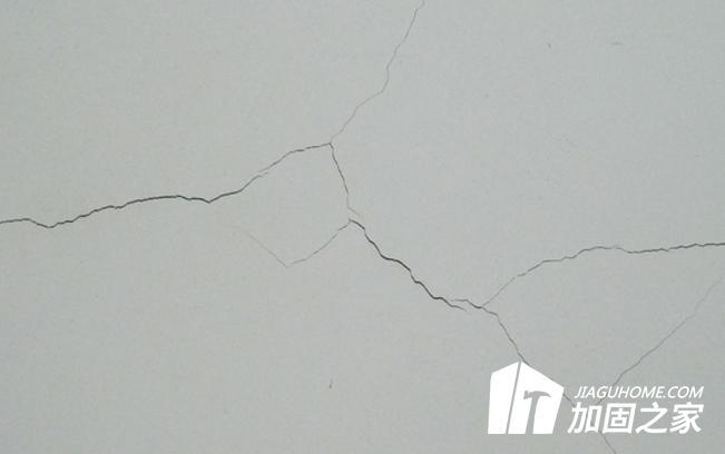 墙面产生裂纹的原因以及修补方法