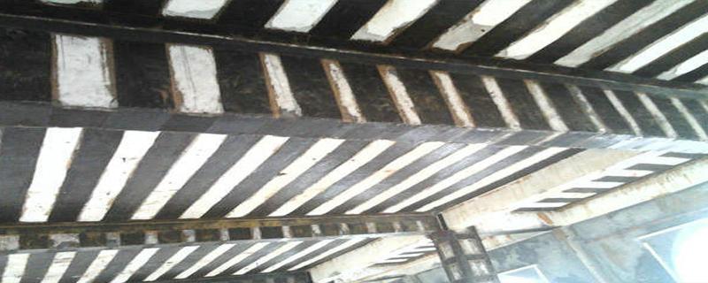 加固结构构件铲除损坏的混凝土