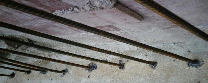 植筋时如何确定钻孔孔径?对混凝土强度有什么要求?