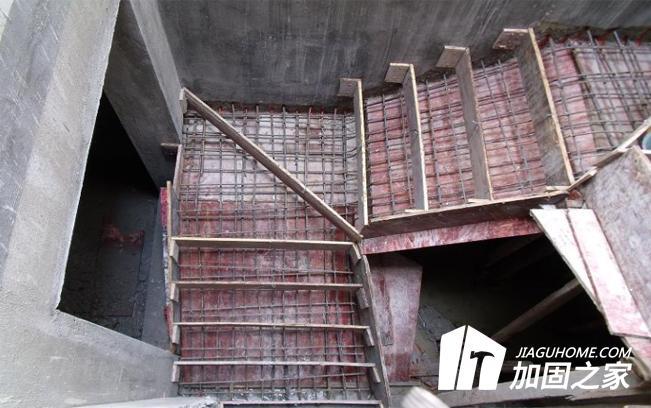 现浇楼板混凝土强度不足如何处理?