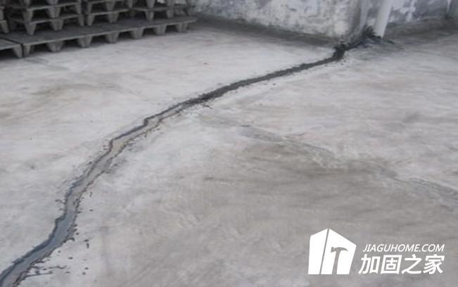 外界的腐蚀会造成混凝土裂缝吗