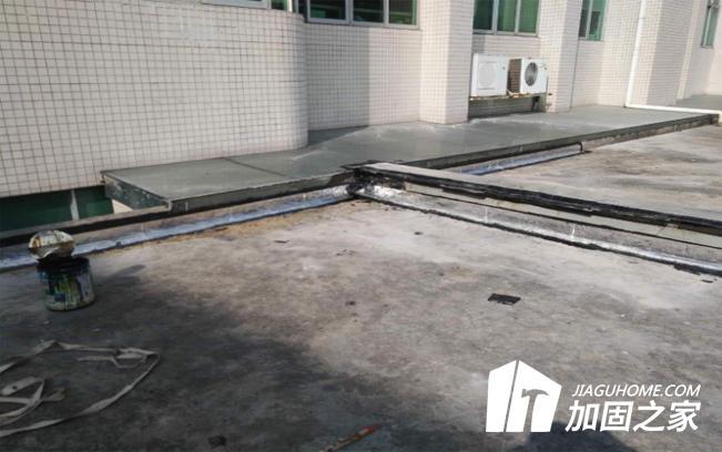 刚性防水屋面开裂的原因有哪些?