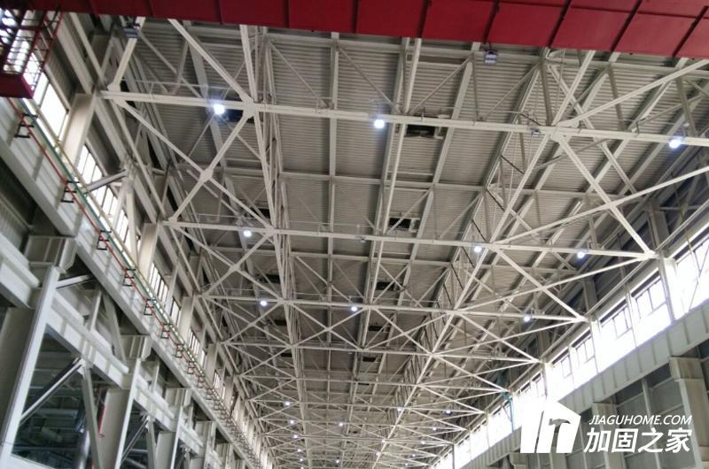 在卸荷和负荷下的钢结构加固