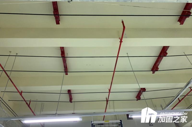 当厂房楼板承载力不满足新增设备使用需求时应当如何处理?