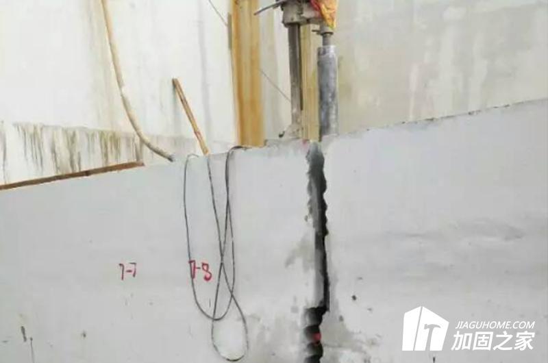 如何确定钻孔孔径?对混凝土有什么要求?