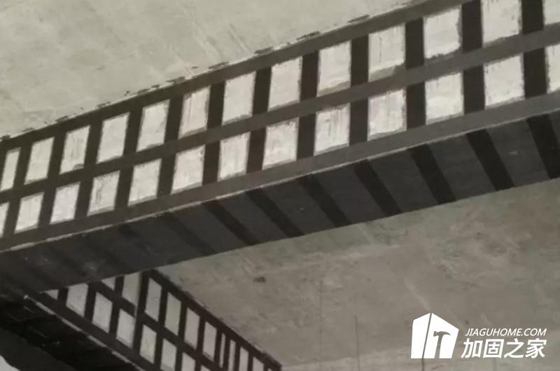 碳纤维布材加固混凝土结构主要材料有碳纤维布材和碳纤维胶