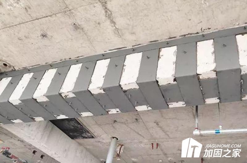 外贴钢板加固法
