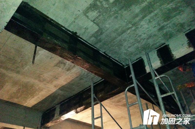 楼板开洞加固碳纤维布法